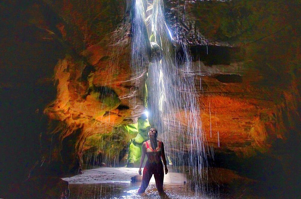 Gruta No Monte Roraima Causa Efeito Cachoeira Trilhando Montanhas
