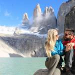 Casal na base das Torres del Paine, Chile