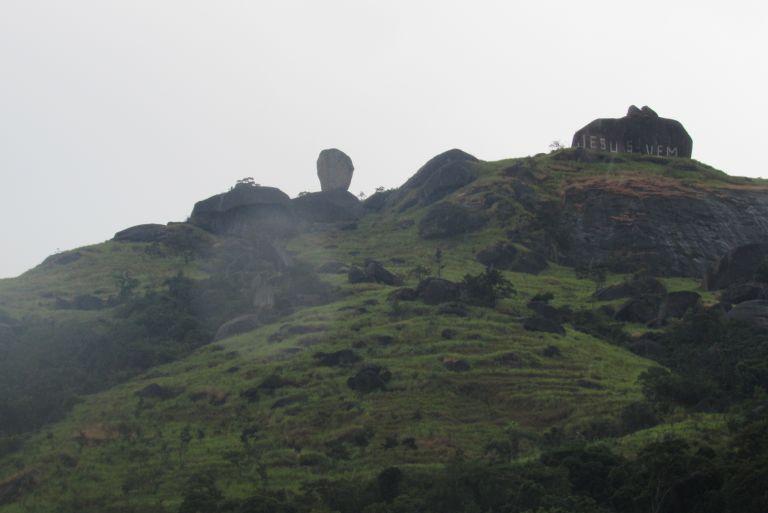 trilha da pedra do osso em realengo rj por vivian telles 201dac